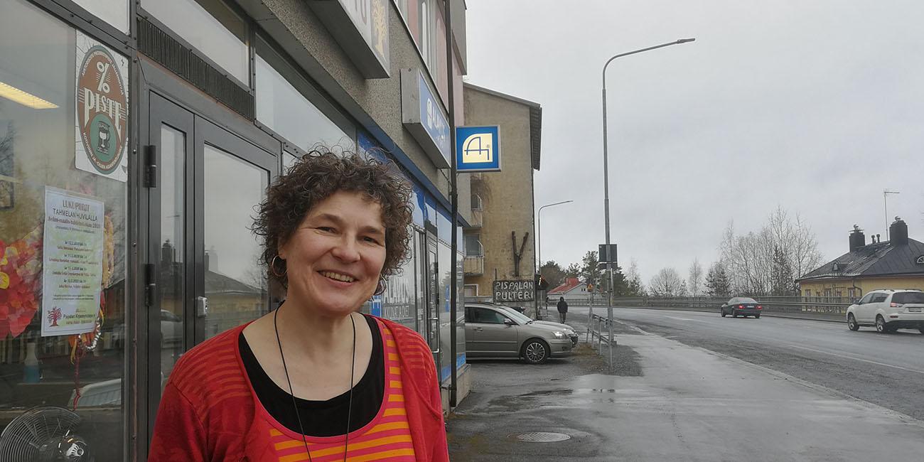 Näin lainaat kirjastokortilla verkon kautta koko Suomessa, Pispalassa kirja tulee jopa kotiin