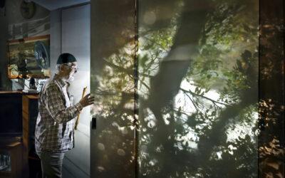 """""""Lapsuus ja vanhuus ovat kuin sateenkaaren kaksi päätä"""" – valokuvataiteilija Marja Pirilää viedään nyt Tokioon"""