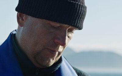 Miehiä ja poikia näyttää tunteet ja menee niihin – Joonas Berghällin elokuva Yle Areenassa