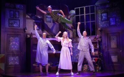 Aivot narikkaan ja nauramaan! – Tampereen Teatterin Peter Pan menee pieleen, menee loistavasti pieleen