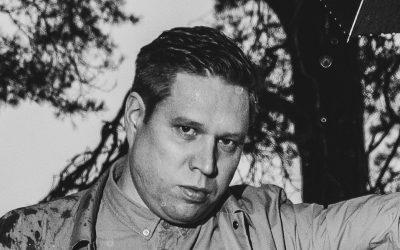 Kontrabasisti Antti Lötjönen julkaisee sooloesikoisensa karanteenievakosta, kun virus vei häneltä työt