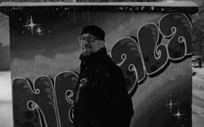 Jari Arffman kuvasi baariasiakkaita Tampereen Nekalassa – videoteos DPT II Baarikärpäset avautuu kiirastorstaina