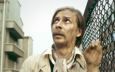Vähäeleisyyden mestari tavoitti olennaisen – Dekadenssi, boheemius ja herkkyys kohtaavat Matti Pellonpää -dokumentissa
