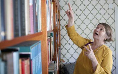 Avoimet kirjahyllyt -tapahtumassa lukijat esittelevät itselleen tärkeitä teoksia – nyt virtuaalisesti