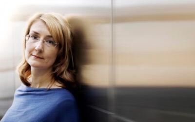 Kuunpäivän kirjeiden kieli tekee hyvää lukijalleen – arvostelussa Emmi Itärannan uusi romaani