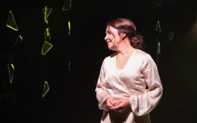 Monin tavoin ajankohtainen Hyvinvointivalhe naulitsee penkkiin – arviossa Seinäjoen kaupunginteatterin ensi-ilta