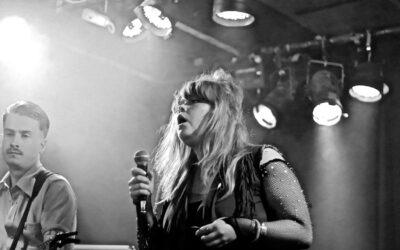 Puhelinseksi saa kyyneliin – Vastavirta Livesissä Tampereella nähtiin myös Kohti tuhoa ja Aus Tears