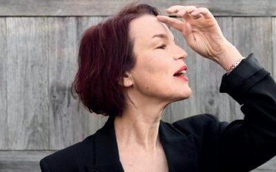 Anna Järvisen monta elämää – ruotsinsuomalainen muusikko avaa esikoisteoksessaan haikeita muistoja