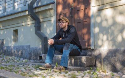 """Jami Kianto: """"Taiteilijana oleminen on elämän ja kuoleman ihastelua"""""""