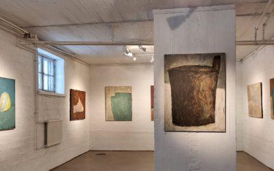 Galleriakatsaus: Eläviä tekstuureja, naisenkuvia, kärpästen surinaa ja elämänriemua