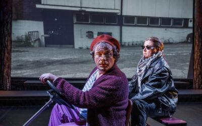Kätkäläisen vanhat päivät Joensuun kaupunginteatterissa on näyttelijäntyön ilotulitusta