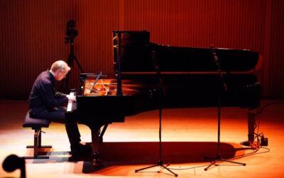 Vuoden hiljaisuus päättyi Ville Hautakankaan 12 kantaesitystä pianolle -konserttisarjan viimeisessä konsertissa