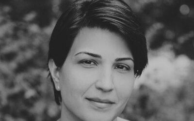 Nazanine Hozarin Aria on selviytyjä, jonka kautta ajan uutiskuvat Iranista saavat tervetullutta taustaa