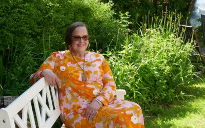 Kahden äidin lapsi – Liisa Isotalo kirjoitti omaelämäkerrallisen romaanin adoptiotaustastaan