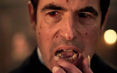 Netflixissä nähtävä Dracula-minisarja jatkaa Hammer-yhtiön vampyyrielokuvien camp-perinnettä