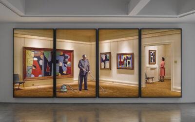 Taiteilijoita ja malleja – hämmästyttävän laaja-alainen Rodney Graham kotiuttaa itsensä taidehistoriaan huikean kokoisilla valokaappitöillään