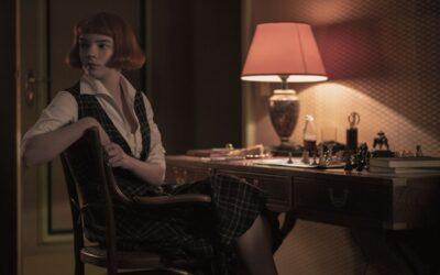 Musta kuningatar: Voiko shakkilaudalle sijoittuva draama olla räväkkä, jännittävä ja syvän inhimillinen?