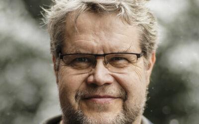 Säveltäjä Petri Niemisen musiikissa yhdistyvät free jazz, punkrock, iskelmä ja nykykonserttimusiikki