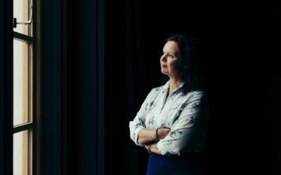 Ann-Luise Bertellin Finlandia-ehdokas Heiman vie ruotsinkieliselle Pohjanmaalle ja kertoo sukutarinaa menneestä maailmasta
