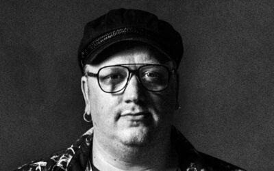 Hermoja raastavia pakkoriimejä ja onttoja tarinoita – Arttu Wiskarin viitosalbumilta puuttuu punainen lanka
