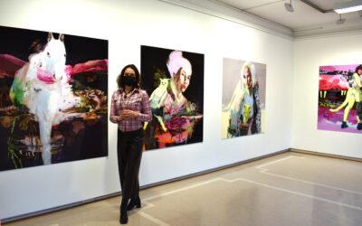 Elina Ruohonen maalaa meille tulevaisuuden kuvat – Futuurissa, vol. 2 -näyttely Galleria Saskiassa