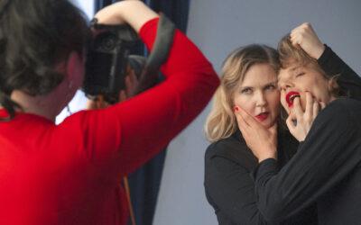 Rakkauden kuvastot purkautuvat huumorilla – haastattelussa Fucking With Nobodyn Hannaleena Hauru ja Samuel Kujala