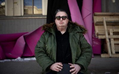 Musiikkitoimittaja Pekka Laine palaa levytysrintamalle lumoavin sävelin – intohimo välittyy