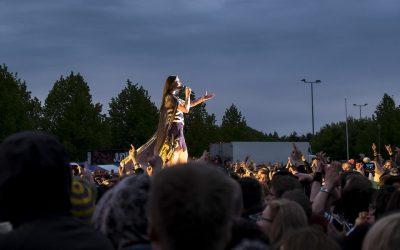 Kolossaaliset fantasiamaailmat kohtaavat – uusi Nightwish-albumi lainaa metallista, rockista ja folkista