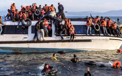 Teemu Mäen Pakolaiskeskusteluja näyttää vihan ajassamme – arkinen ja abstrakti kohtaavat kokeellisesti